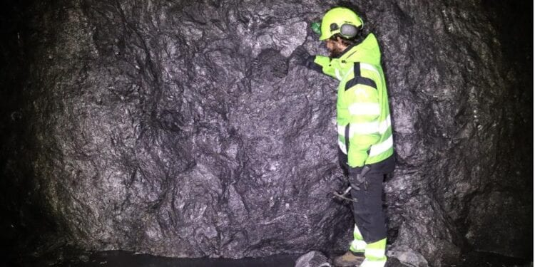 Mineral Commodities Commences Decline Mining At Traelen Graphite Project